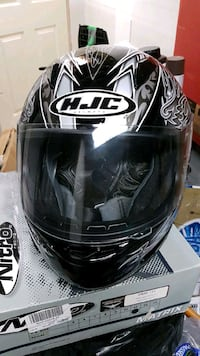 black HJC full-face helmet Oakville, L6K 1K7