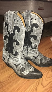 Boots Women's Size 9 West Milford, 26301