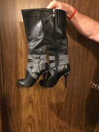 Leather boots size 5 Burnaby, V5A