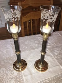 Two brass-colored candle holders Winfield, 60190