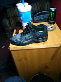 pair of black Nike running shoes with box Oklahoma City, 73108