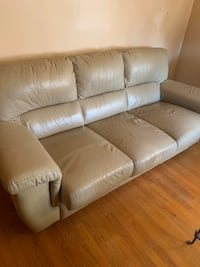 Leather Couch w/Pull Out Bed Chicago, 60634