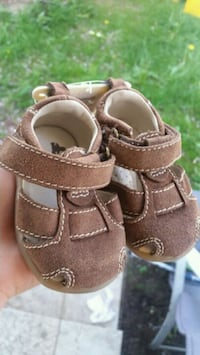 GAP new brown leather sandals.