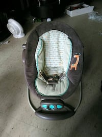 Baby bouncy chair Toronto, M5A 1W4