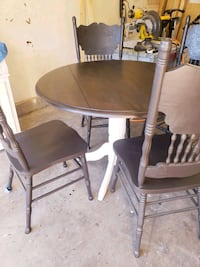 round brown wooden table with four chairs dining set San Diego, 92124