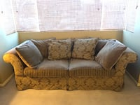 Sofa - Green and Olive floral fabric - Fauteuil Montreal, H1S 1A7