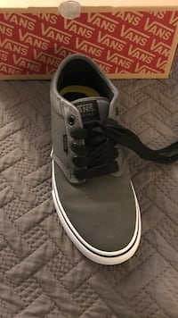 Unpaired gray and white vans low-top sneaker with box Jurupa Valley, 92509