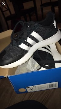 unpaired black and white adidas running shoe with box Gaithersburg, 20877