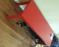 Red bench, great condition, sturdy Baltimore, 21206