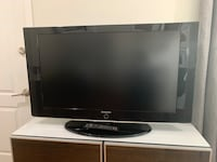 40 inch Samsung TV w/ Remote and Built In Speakers  Los Angeles, 90044
