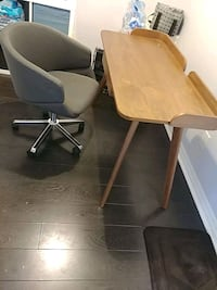 Structube Desk and chair 536 km