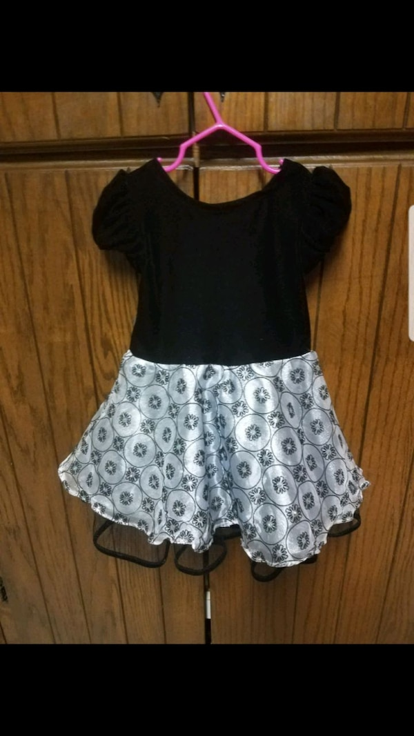 Toddler dress size 2T only worn once 780c5620-df50-4be4-8e67-92e474d5cfc5
