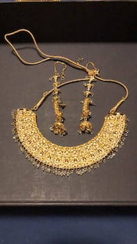 Earrings & necklace set Surrey, V3S 5H1