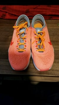 pair of pink Nike running shoes Moscow, 83843