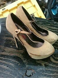 pair of women's brown leather closed-toe platform  Lucerne, 95458