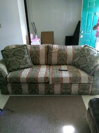 brown and white floral fabric 3-seat sofa Hinesville, 31313