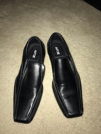 pair of black leather loafers Frederick, 21702