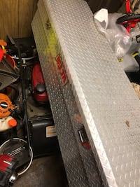 Tools box truck Fits on chevys and Ford F-150  49 km