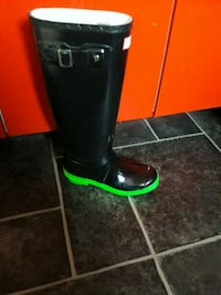 pair of black leather boots Cardiff, CF24 2PL