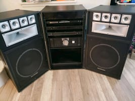 Technical pro stereo system with amplified speakers