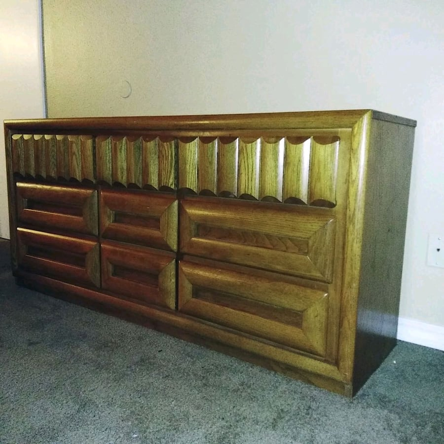 Beautiful solid 9 drawer dresser