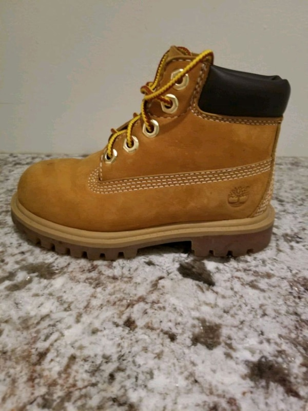Size 8  kidsTimberland boots ,  in great condition