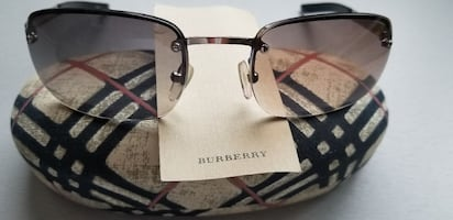 STUNNING BURBERRY SUNGLASSES NEW CONDITION