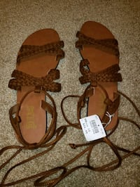 Size 10 lace up sandals Ankeny, 50023