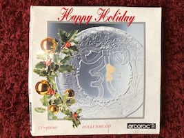 "New in Box- 13"" Holiday Wreath Glass Platter $3"