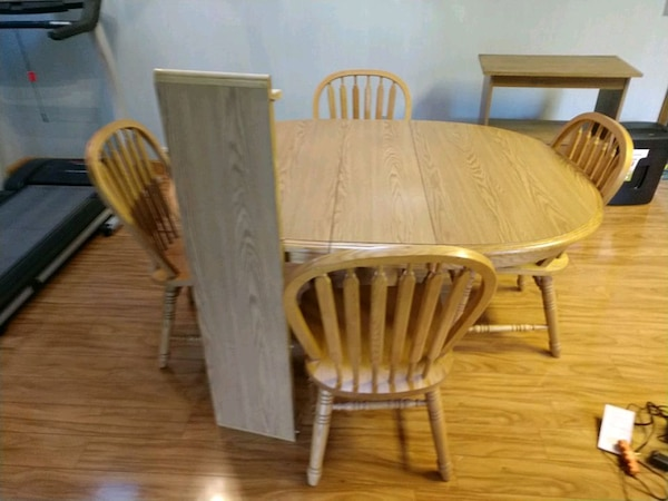 Light oak kitchen table with 4 chairs pedastil