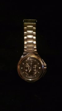 round silver chronograph watch with link bracelet Windsor, N9A 3N6