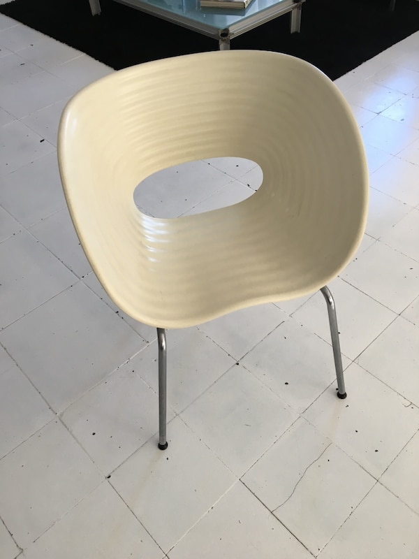 Designer Chair replica. 62d96f13-0bb6-471d-a00d-9267762ab521