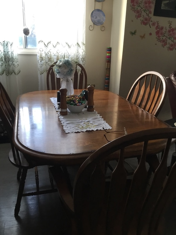 Dining Room Set 2 Leafs6 Chairs Captains China Cabinet Is Lit Down Sizing Must Go Table Has A Couple Wear Marks On It Usado En Venta