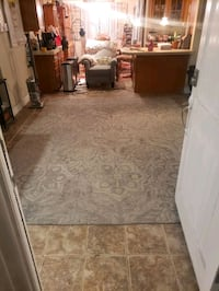 AREA ENTRY RUG GREY WITH OFF WHITE GREY FLORAL PATERN HAS 1 SNAG