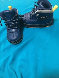 Nike toddler boots 6C