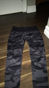 Camo leggings size large Lower Sackville, B4E 3A2