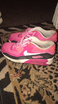 Pair of pink-and-white nike running shoes Youngstown, 32466