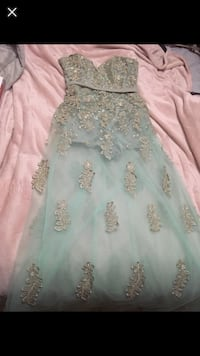 Size 9 dress  Coquitlam