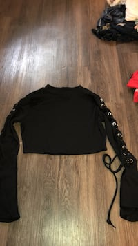 cropped  black longsleeve forever 21 Happy Valley