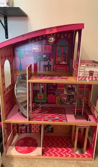 Very cool dollhouse for sale!!