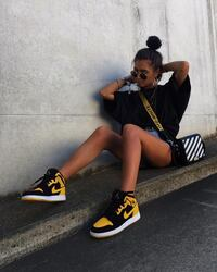 Black and yellow  Sparks, 89434