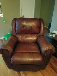 Leather swiveling recliner  Westminster, 80030