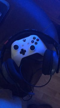 white and black Xbox One controller Summerville, 30747