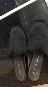 Pair of black stuart weitzman closed-toe house slippers Winslow, 08009