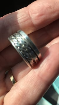 Sterling silver spinner ring size 8 and a half Virginia Beach, 23451