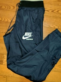Women's Nike sportswear trackpants!