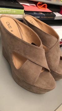 NEW taupe heels size 10 Laval, H7G 5M2