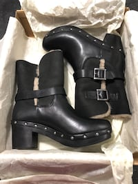 Black Ugg Boots West Haven, 06516