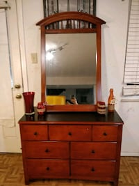 Nice wooden dresser with mirror/ TV stand in great condition, made in  Annandale, 22003