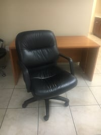 black leather office rolling armchair Los Angeles, 91311